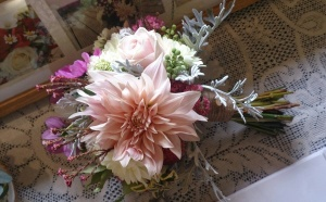 #Natural #Rustic #Vintage #bouquet with Café au Lait dahlia