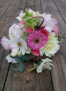 Hot pink zinnia and cosmos #bouquet #justpickedweddingflowers #ditsyfloraldesign